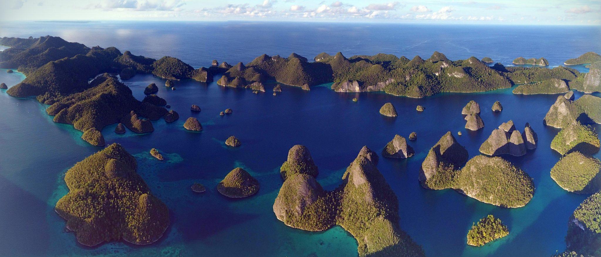 indonesia-ask-julie-wayag-rajaampat-liveaboard