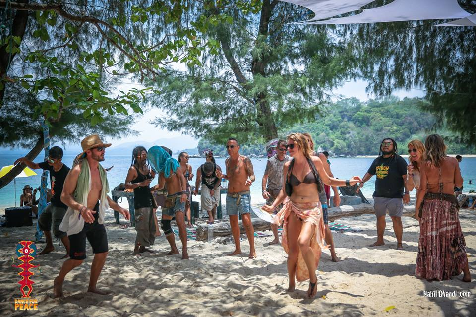 Alt text: Picture by @nabyloneproductions - DFP 2016, Gili Nanggu